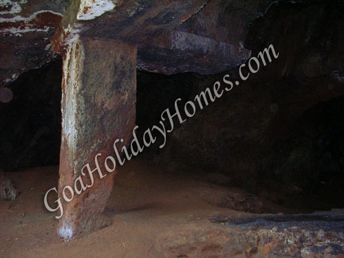 Lamgau Caves in Goa